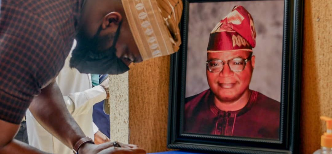 OGUNDOYIN LEADS OYO ASSEMBLY'S DELEGATION ON CONDOLENCE VISIT TO THE RESIDENCE OF LATE AYOOLA. _….says former Speaker will be giving a befitting legislative burial._